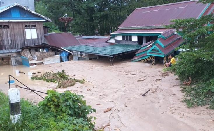 https: img.okezone.com content 2020 07 15 337 2246893 banjir-luwu-utara-10-rumah-hanyut-dan-213-unit-tertimbun-lumpur-vifPd0eU1Y.jfif