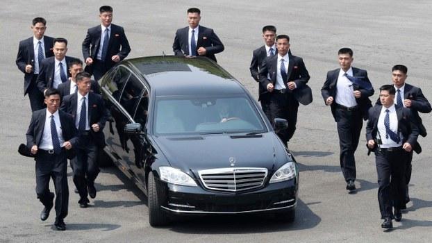 https: img.okezone.com content 2020 07 16 18 2247480 remaja-calon-bodyguard-kim-jong-un-ditahan-karena-bunuh-ayah-06HWvZuhIn.jpeg
