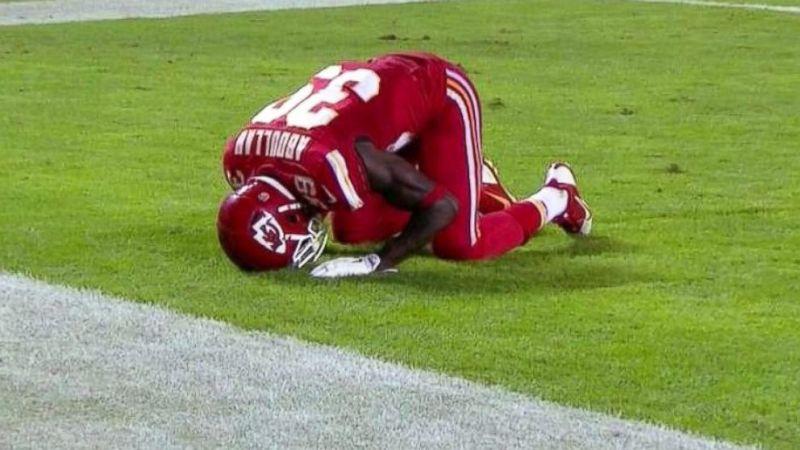 https: img.okezone.com content 2020 07 16 43 2247352 husain-abdullah-pelopor-sujud-syukur-di-american-football-qtMG3gTPUA.jpg