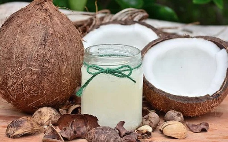 https: img.okezone.com content 2020 07 16 611 2247492 4-manfaat-minyak-kelapa-untuk-kecantikanmu-nomor-1-memanjangkan-bulu-mata-Lh19Dk3wMj.jpg