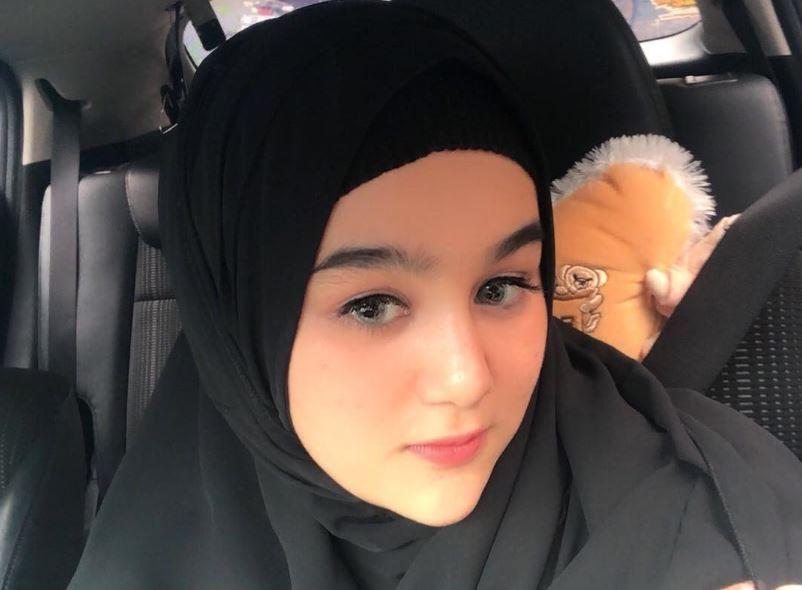 https: img.okezone.com content 2020 07 16 617 2247554 imutnya-hana-hanifah-berbalut-abaya-hingga-pashmina-f4ABpdknLd.JPG