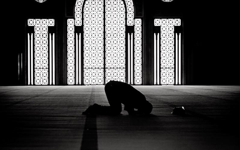 https: img.okezone.com content 2020 07 17 330 2248148 kesalahan-kesalahan-berdoa-saat-sholat-malam-yang-wajib-kamu-ketahui-eObdhPOzIV.jpg