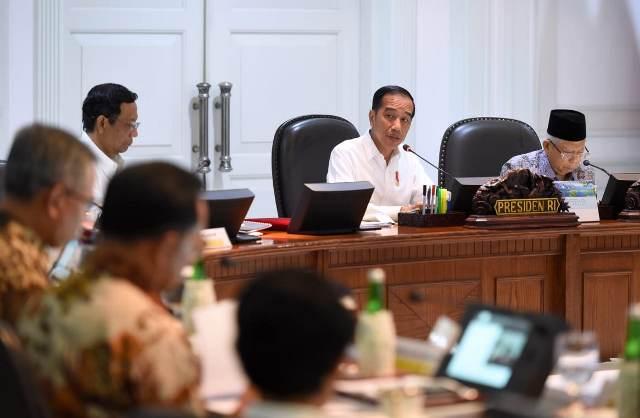 https: img.okezone.com content 2020 07 17 337 2247882 presiden-jokowi-perintahkan-menteri-pupr-tinjau-banjir-bandang-luwu-utara-nnhl1t2nRg.jpg