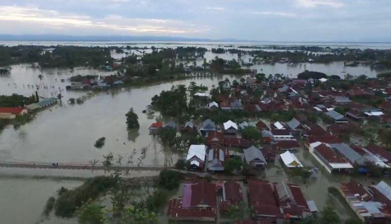 https: img.okezone.com content 2020 07 17 609 2247984 banjir-rendam-17-000-rumah-di-wajo-warga-butuh-bantuan-sembako-6GEsr6NW0U.jpg