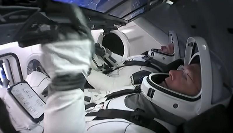 https: img.okezone.com content 2020 07 18 16 2248401 agustus-astronot-nasa-kembali-ke-bumi-dari-stasiun-luar-angkasa-aNdThAEbTN.jpg