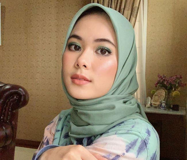 https: img.okezone.com content 2020 07 18 616 2248599 tips-simpel-agar-jilbab-segiempat-tak-mudah-lepek-dan-berantakan-PMJv8XVckk.JPG