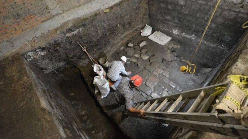 https: img.okezone.com content 2020 07 19 18 2248606 reruntuhan-istana-bangsa-aztec-ditemukan-di-bawah-bangunan-megah-MIiga8DFsK.jpg