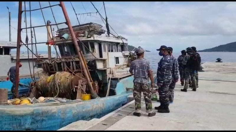https: img.okezone.com content 2020 07 19 337 2248603 illegal-fishing-2-kapal-vietnam-ditangkap-di-laut-natuna-STsaiN0ANY.jpg