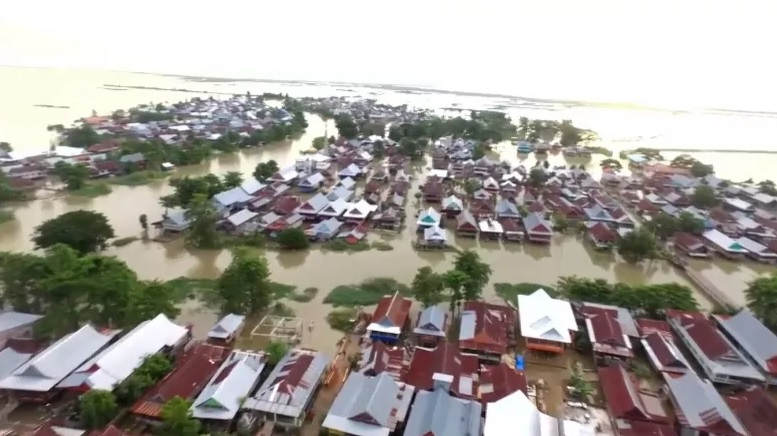 https: img.okezone.com content 2020 07 19 340 2248766 rendam-ribuan-rumah-banjir-dahsyat-di-wajo-hampir-8-meter-852F0UZIs3.jpg