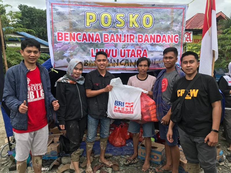 https: img.okezone.com content 2020 07 20 1 2249154 bangun-posko-bri-salurkan-bantuan-untuk-korban-banjir-masamba-ExaBQnjwxv.jpg