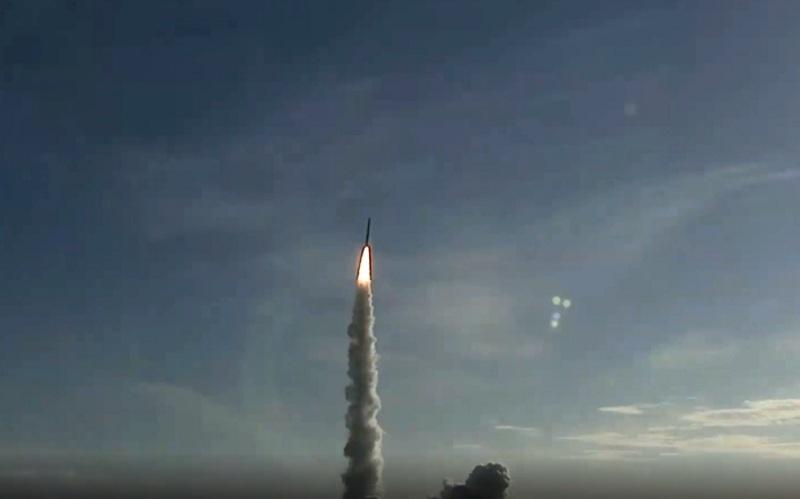 https: img.okezone.com content 2020 07 20 18 2248983 catat-sejarah-uea-berhasil-luncurkan-satelit-ke-mars-mN75trM2aD.jpg