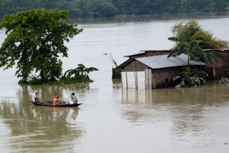 https: img.okezone.com content 2020 07 20 18 2249213 banjir-terjang-assam-india-tewaskan-84-orang-tenggelamkan-9-badak-5JvxFfGeZw.jpg