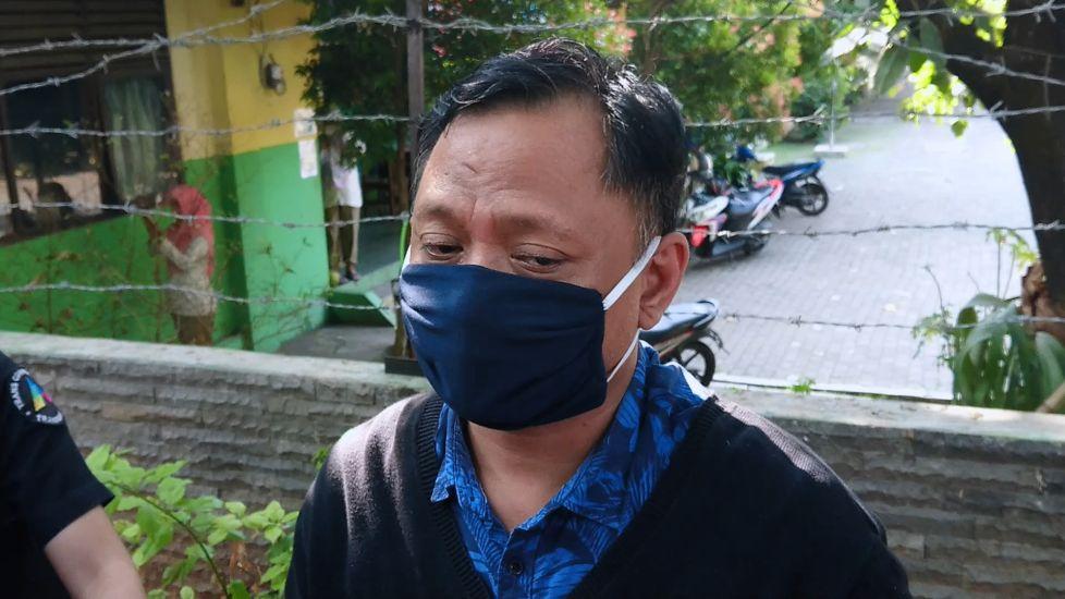https: img.okezone.com content 2020 07 20 33 2249355 sakit-paru-paru-kambuh-keluarga-minta-polo-berhenti-merokok-2ki3cnPVPq.jpg