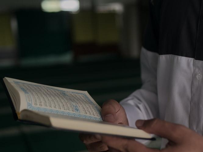 https: img.okezone.com content 2020 07 20 330 2249315 hadis-hadis-pentingnya-menuntut-ilmu-balasan-surga-dari-allah-ta-ala-QDgyu00tiY.jpg