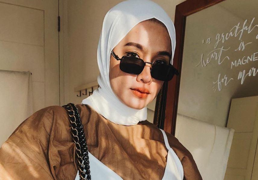 https: img.okezone.com content 2020 07 20 617 2249215 5-kreasi-hijab-lilit-ala-ana-octarina-cocok-nih-untuk-hijabers-pemula-aeWu6e1308.JPG