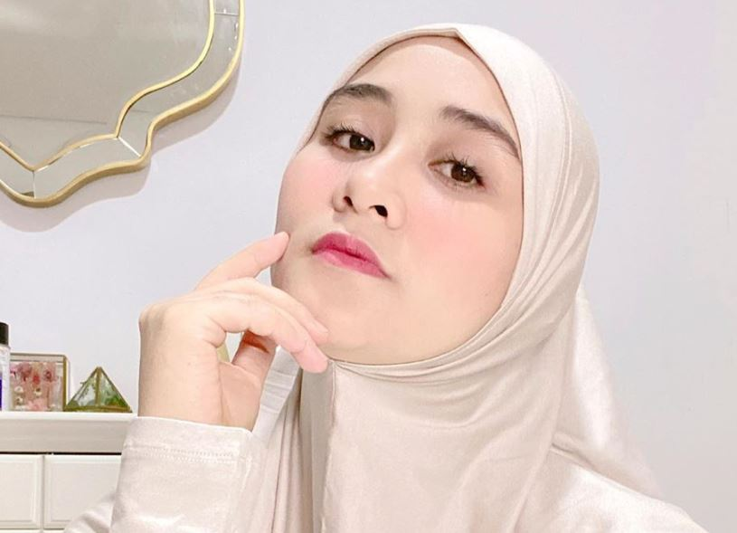 https: img.okezone.com content 2020 07 20 617 2249399 6-outfit-sleepwear-multifungsi-ala-seleb-hijabers-ini-wajib-punya-V6s7sGiXMP.JPG