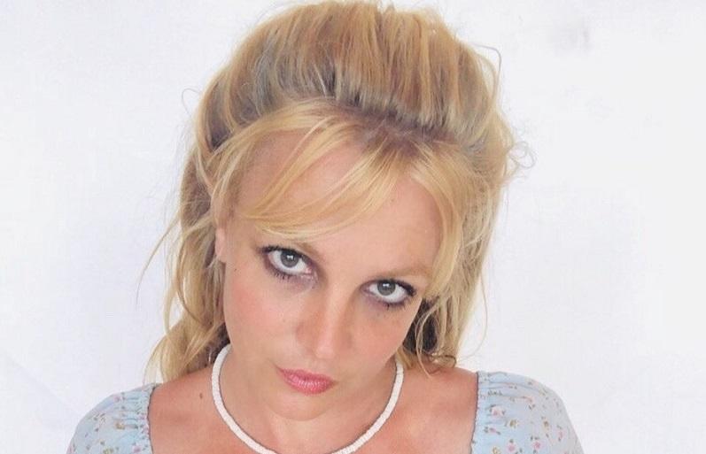 https: img.okezone.com content 2020 07 21 33 2249669 britney-spears-putuskan-tak-akan-gunakan-make-up-tebal-BQMey8mYFm.jpg