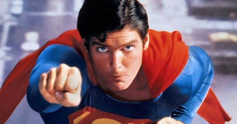 https: img.okezone.com content 2020 07 21 33 2249773 amazing-jubah-superman-christopher-reeve-laku-terjual-rp1-6-miliar-cyl5Br7rCz.jpg