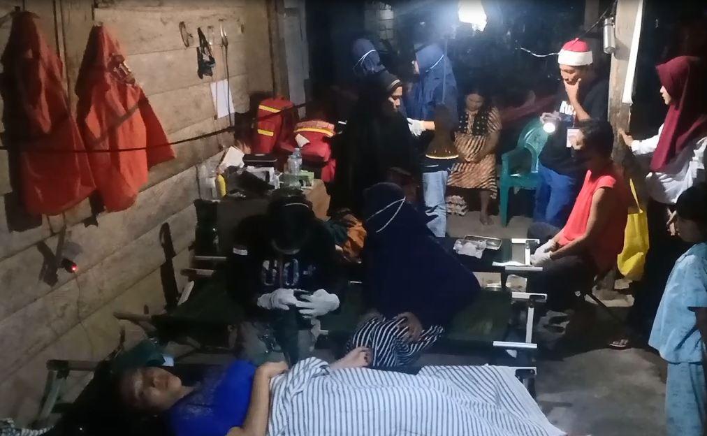 https: img.okezone.com content 2020 07 21 340 2249562 kurang-fasilitas-pengungsi-banjir-luwu-utara-yang-sakit-dirawat-di-teras-rumah-warga-3R2jgjUUNF.JPG