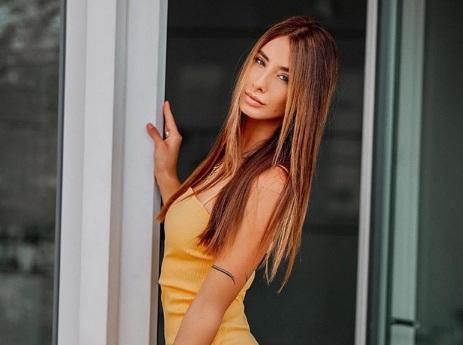 https: img.okezone.com content 2020 07 21 40 2249893 brenda-patea-model-cantik-sang-penakluk-hati-alexander-zverev-p0tJOmfa5n.jpg
