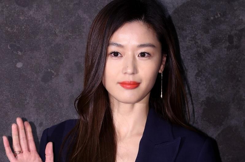 https: img.okezone.com content 2020 07 21 598 2249658 jun-ji-hyun-resmi-bintangi-kingdom-asin-episode-spesial-serial-kingdom-6DRIXHovuc.jpg