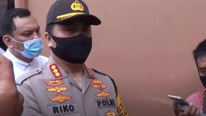 https: img.okezone.com content 2020 07 21 608 2250055 8-orang-jadi-tersangka-penganiayaan-2-polisi-termasuk-anggota-dprd-sumut-0slUf8hhVK.jpg