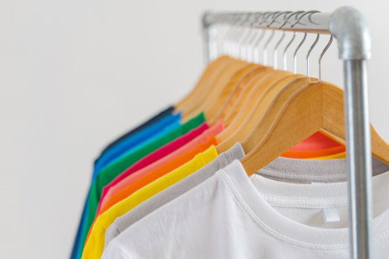 https: img.okezone.com content 2020 07 22 194 2250333 200-brand-clothing-lokal-bakal-pameran-virtual-oeCHi92Alr.jpg