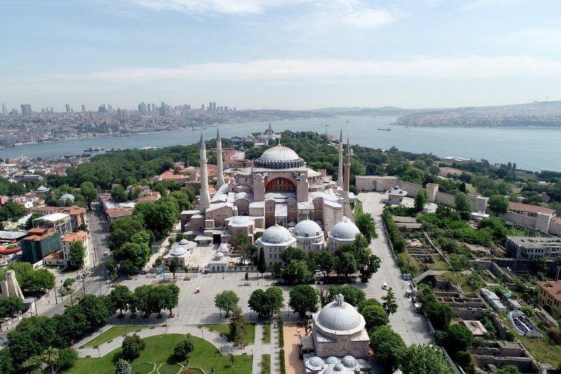 https: img.okezone.com content 2020 07 22 614 2250540 turki-undang-para-pemimpin-negara-lain-sholat-jumat-di-hagia-sophia-L09ATVqOjD.jpg
