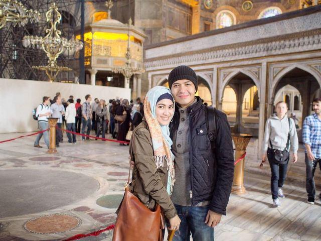 https: img.okezone.com content 2020 07 22 615 2250319 hagia-sophia-kembali-jadi-masjid-5-artis-ini-rindu-berkunjung-u28eFStRAJ.jpg