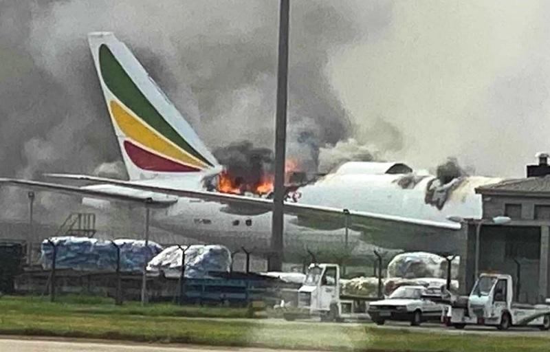 https: img.okezone.com content 2020 07 23 18 2250781 boeing-777-ethiopia-airlines-terbakar-di-bandara-shanghai-WMWz9OxqqS.jpg