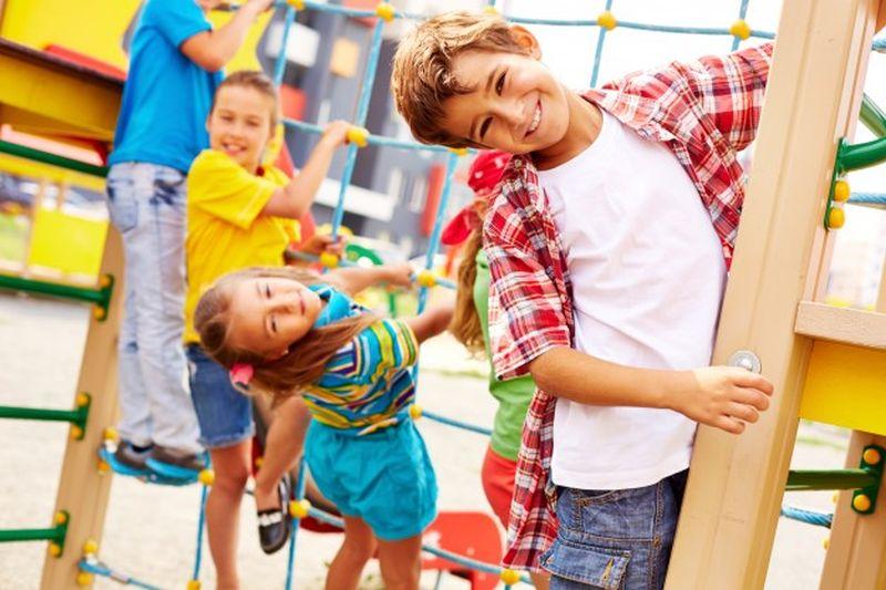 https: img.okezone.com content 2020 07 23 196 2250989 hari-anak-nasional-seperti-apa-ya-ciri-ciri-anak-aktif-dan-sehat-oO9IWr7bRz.jpg
