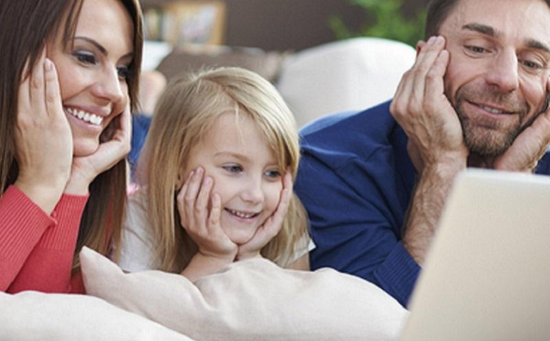 https: img.okezone.com content 2020 07 23 196 2251128 ini-tips-menonton-televisi-yang-aman-untuk-anak-anak-simak-ya-j8Tz1VVe1N.jpg