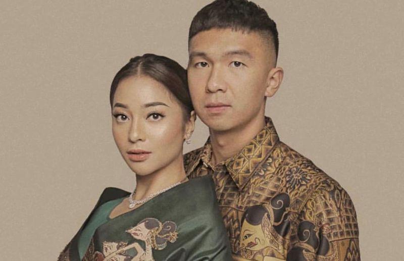 https: img.okezone.com content 2020 07 23 196 2251188 jelang-pernikahan-nikita-willy-dan-indra-priawan-tambah-lengket-cewek-indonesia-dijamin-baper-GcpCqiUni7.jpg
