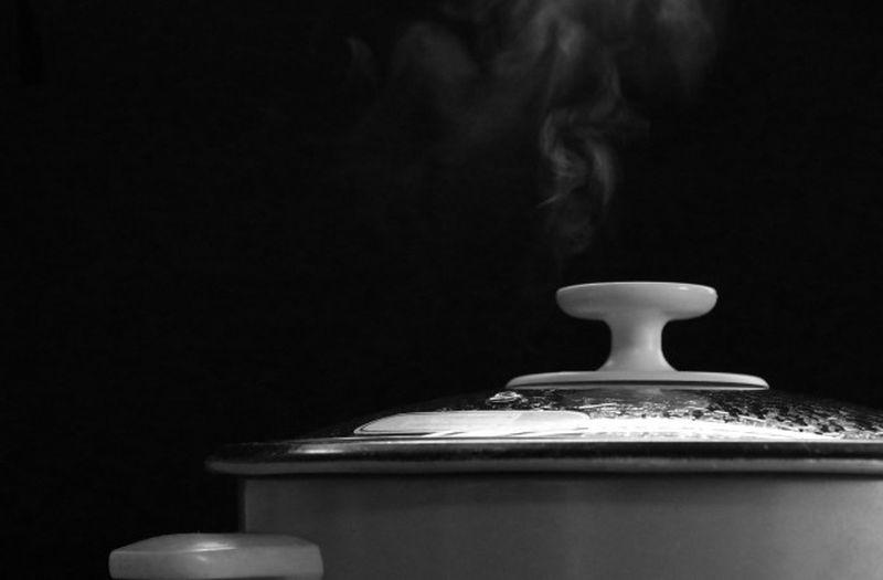 https: img.okezone.com content 2020 07 23 298 2251057 bukti-anak-kost-kreatif-5-masakan-rumahan-ini-bisa-matang-pakai-rice-cooker-loh-KgfMZA0FTy.jpg