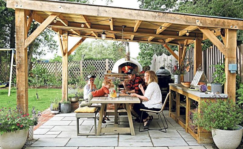 https: img.okezone.com content 2020 07 23 470 2250848 cara-dekorasi-dapur-rumah-outdoor-biar-masak-lebih-asik-u3jwaqtkOM.jpg