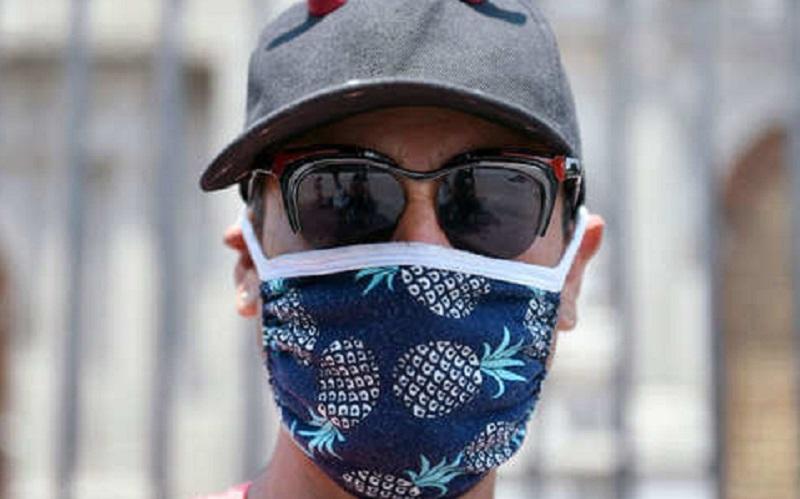 https: img.okezone.com content 2020 07 23 481 2250991 bau-mulut-saat-kenakan-masker-ini-5-cara-mengatasinya-l0sYHbso1A.jpg