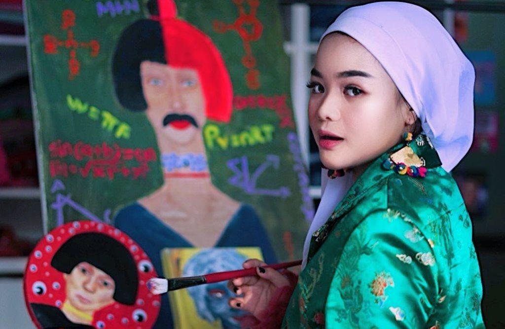 https: img.okezone.com content 2020 07 23 617 2250806 duh-cantiknya-hijaber-shealyn-aisyah-berbalut-busana-animal-print-nS9a02Aj5q.jpg