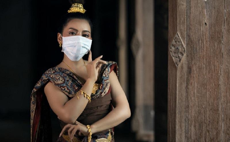 https: img.okezone.com content 2020 07 24 194 2251402 sudah-jadi-lifestyle-kini-kostum-penari-juga-dilengkapi-masker-hhqdMNQaWs.jpg