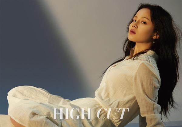 https: img.okezone.com content 2020 07 24 205 2251387 alasan-lee-hi-tetap-nyanyikan-breathe-setelah-kematian-jonghyun-shinee-Ar1ysMsJZ7.jpg