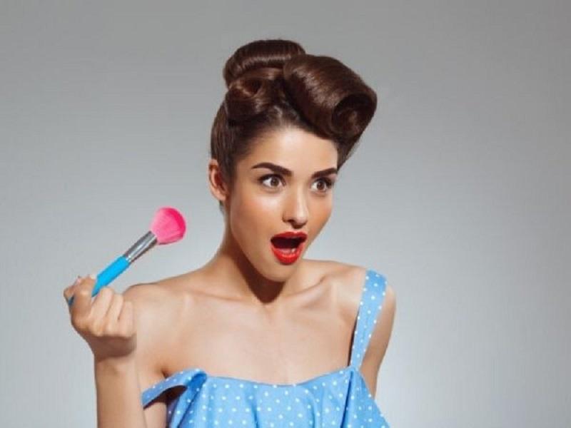 https: img.okezone.com content 2020 07 24 611 2251421 ladies-ini-4-hal-yang-terjadi-jika-tidak-rajin-bersihkan-alat-makeup-iFJjRkryOT.jpg