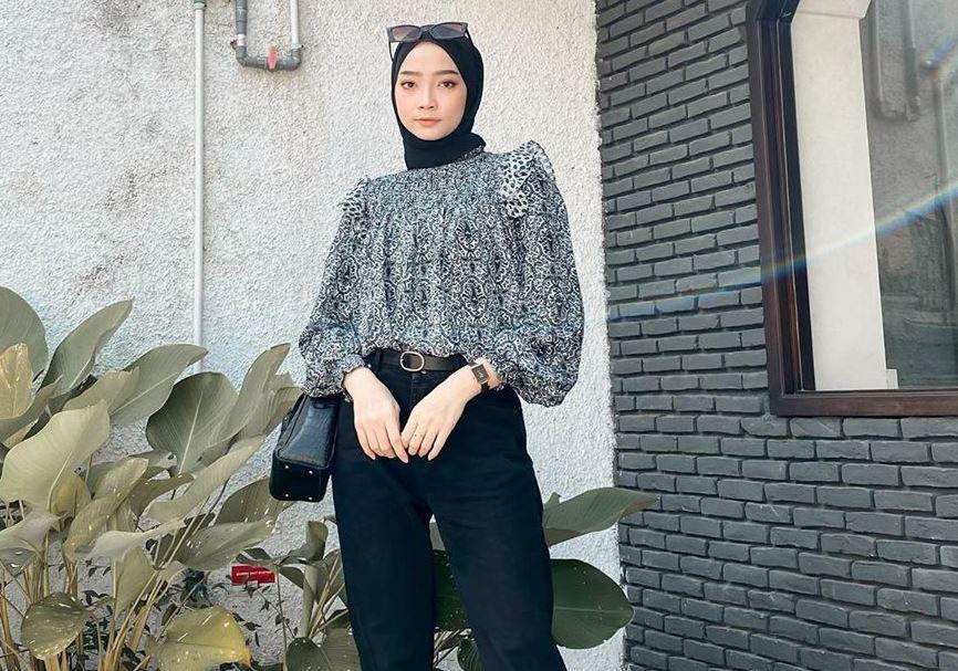 https: img.okezone.com content 2020 07 24 617 2251610 padu-padan-one-set-outfit-stylish-ala-selebgram-liza-rosalita-t18y9e4NAJ.JPG