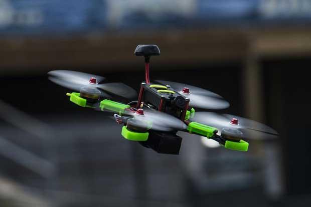 https: img.okezone.com content 2020 07 25 16 2251898 ilmuwan-temukan-cara-agar-drone-tidak-saling-bertabrakan-lFKKBKQHeu.jpg