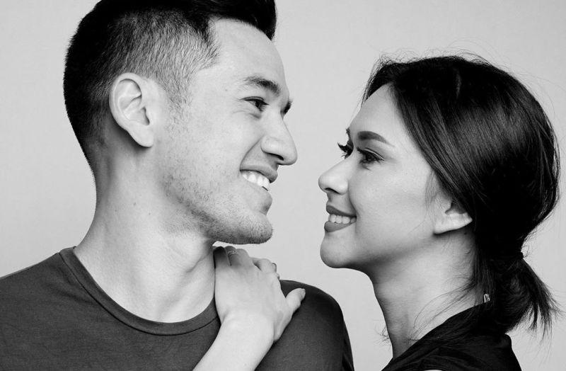 https: img.okezone.com content 2020 07 25 196 2252022 tatapan-mesra-andrew-white-nana-mirdad-couple-goals-idola-netizen-indonesia-AvTP4hxqhC.jpg