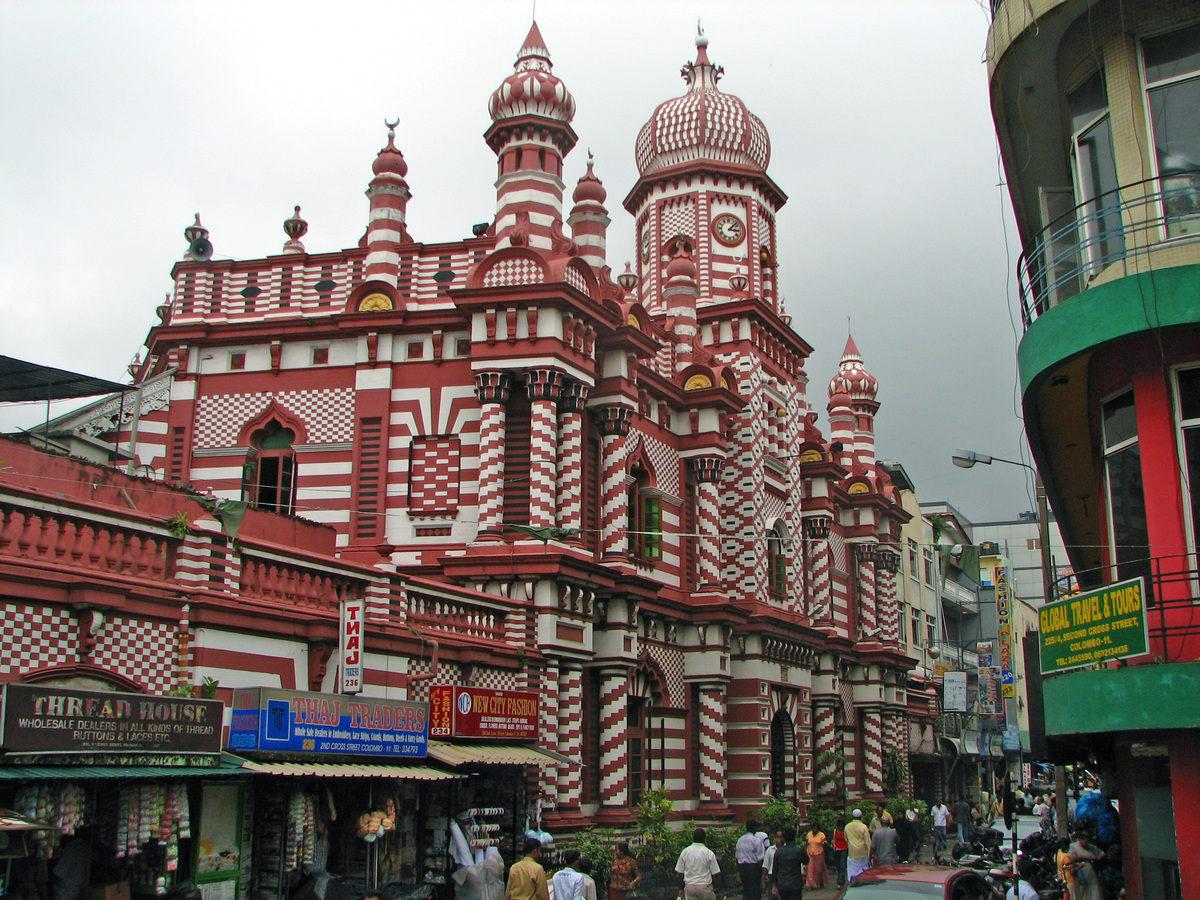 https: img.okezone.com content 2020 07 25 615 2251944 cantiknya-masjid-jami-ul-alfar-sri-lanka-layaknya-istana-di-negeri-dongeng-lhNQNZ4cxf.jpg