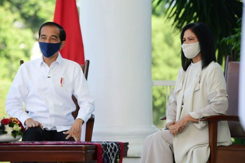 https: img.okezone.com content 2020 07 25 620 2252045 presiden-jokowi-negatif-covid-19-ingatkan-masyarakat-patuhi-protokol-kesehatan-di-luar-rumah-IFZMtnoih4.jpg