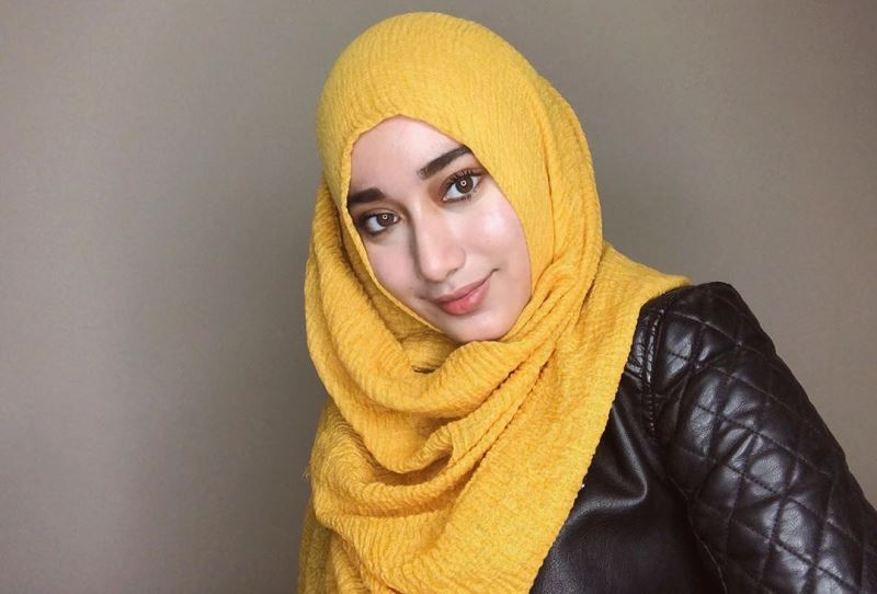 https: img.okezone.com content 2020 07 26 617 2252184 kece-badai-ini-ragam-nuansa-crinkle-shawl-hijab-ala-tengku-syaira-sAj8Jgq06I.jpg