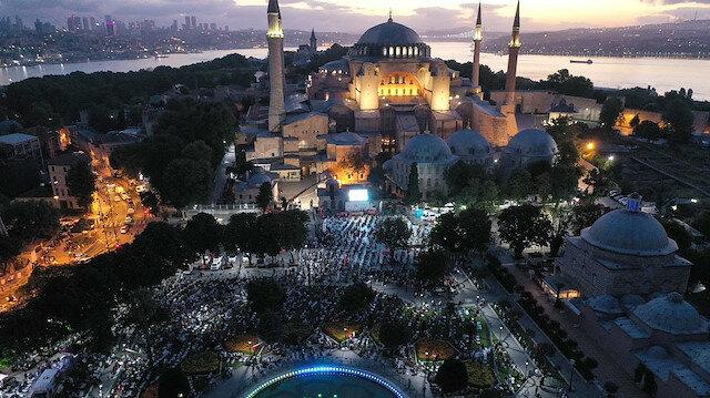 https: img.okezone.com content 2020 07 27 18 2252776 presiden-palestina-puji-keputusan-turki-ubah-hagia-sophia-jadi-masjid-H3QEpSDCmK.jpg