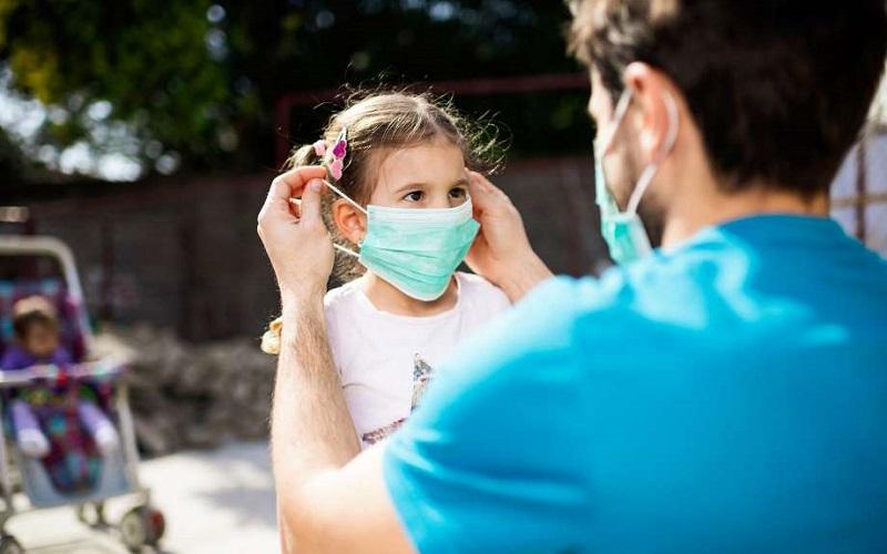 https: img.okezone.com content 2020 07 27 196 2252560 new-normal-anak-anak-sebaiknya-jangan-diajak-jalan-jalan-meski-hanya-ke-taman-4FU8G41cFc.jpg