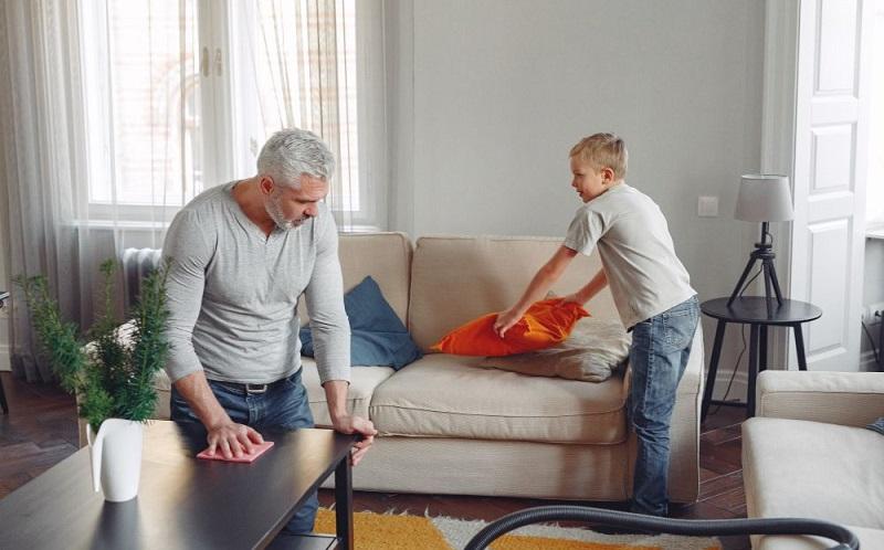 https: img.okezone.com content 2020 07 27 481 2252606 cara-tepat-desinfeksi-rumah-saat-ada-anggota-keluarga-yang-sakit-E8Ef7tIPIv.jpg