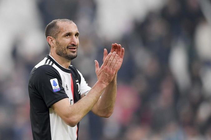 https: img.okezone.com content 2020 07 27 620 2252586 chiellini-satu-satunya-pemain-juventus-yang-raih-juara-9-musim-beruntun-liga-italia-4FOVJsNJI1.jpg